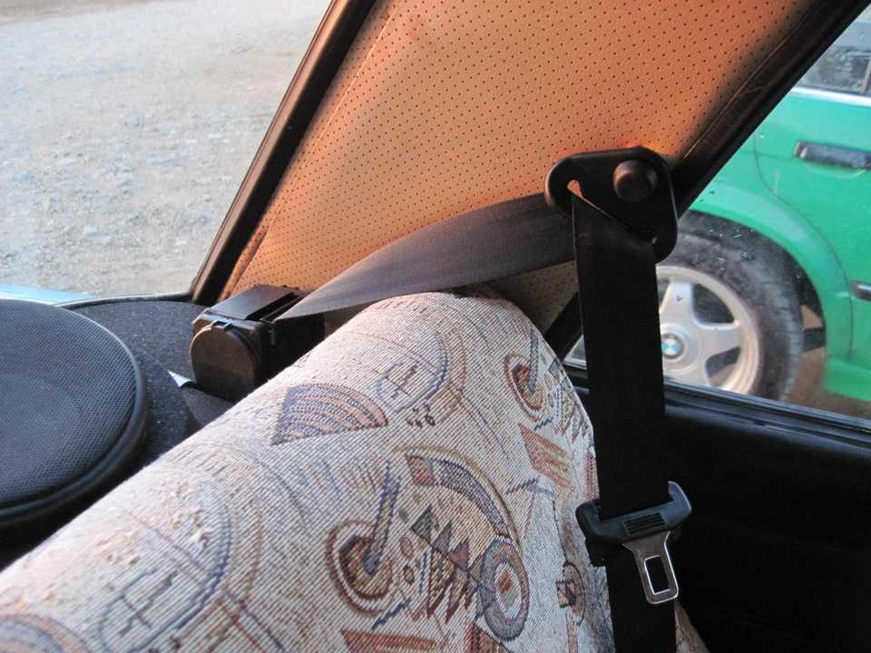 Установка задних ремней безопасности на 21099