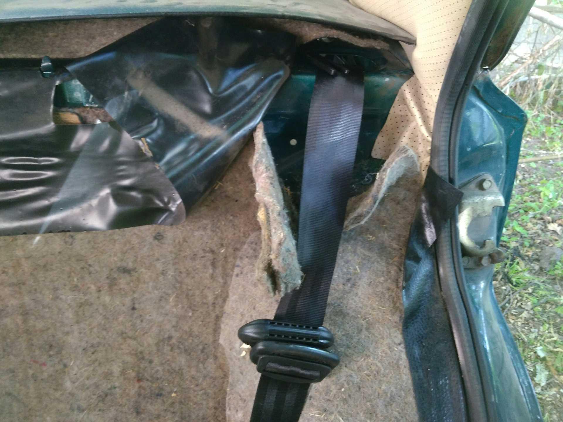 Поэтапная инструкция по устаовке задних ремней безопасности на автомобиль ВАЗ 2106Автомобиль – это место, где человеку часто грозит опасность. Поэтому современные автомобили оснащаются различными системами и средствами.
